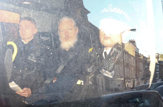 اعتقال جوليان أسانج من داخل سفارة الإكوادور بلندن (4)