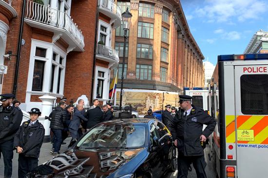 اعتقال جوليان أسانج من داخل سفارة الإكوادور بلندن (1)