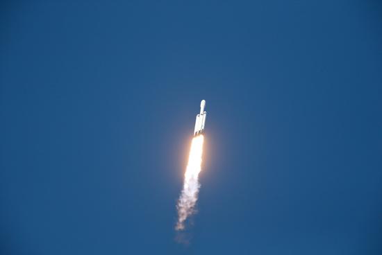 لحظة إطلاق أقوى صاروخ للفضاء (7)