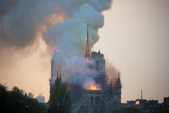 حريق كاتدرائية نوتردام (2)