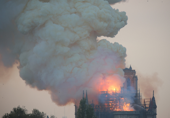 حريق كاتدرائية نوتردام (7)