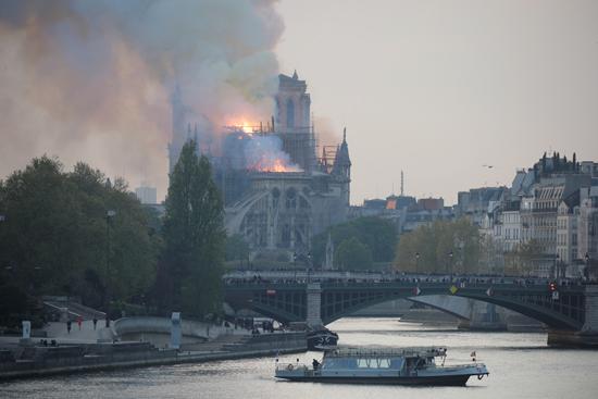 حريق كاتدرائية نوتردام (5)