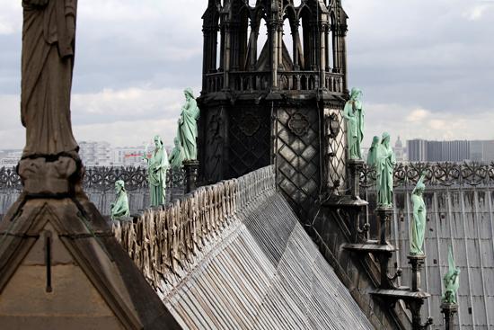 نقل نفائس كاتدرائية نوتردام بفرنسا إلى متحف اللوفر (2)