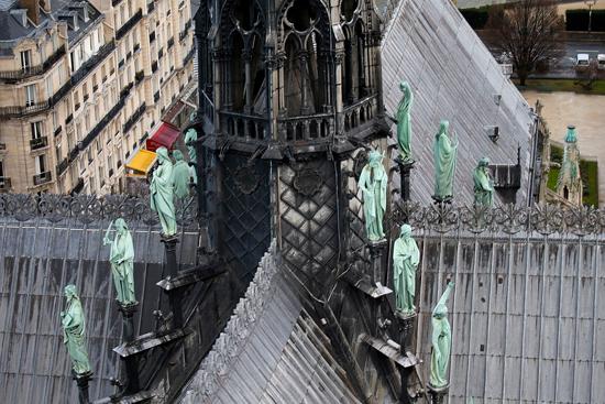 نقل نفائس كاتدرائية نوتردام بفرنسا إلى متحف اللوفر (5)
