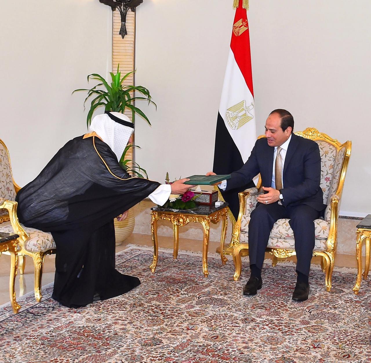 الرئيس السيسى يتسلم رسالة من خادم الحرمين (4)