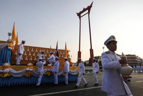 مراسم تتويج الملك الجديد فى تايلاند (7)
