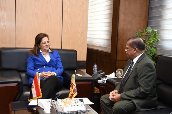 هالة السعيد مع ببانجيت مادوما باندارا وزير الإدارة العامة السيريلانكى (1)