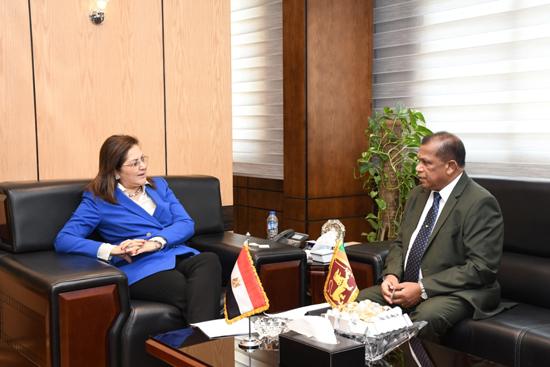هالة السعيد مع ببانجيت مادوما باندارا وزير الإدارة العامة السيريلانكى (2)