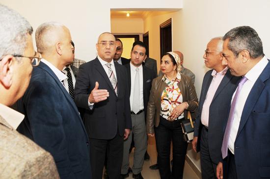 عاصم الجزار وزير الإسكان داخل إحدى وحدات جنة