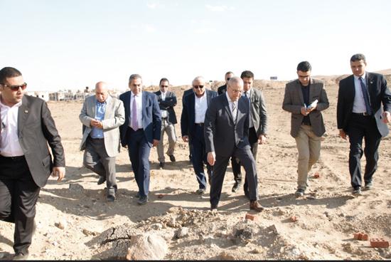 208035-وزير-الإسكان-بجولة-فى-عدد-من-مشروعات-الشيخ-زايد