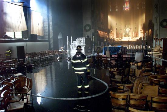 مسيرة حزينة فى قلب باريس بسبب حريق الكاتدرائية (1)