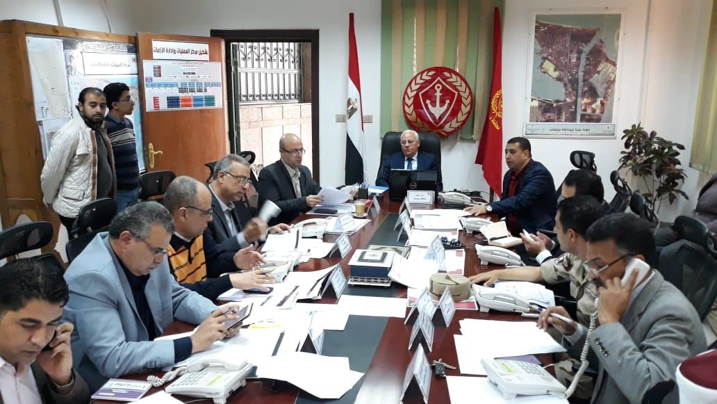 محافظ بورسعيد يترأس غرفة العمليات الرئيسية للاستفتاء علي الدستور (2)