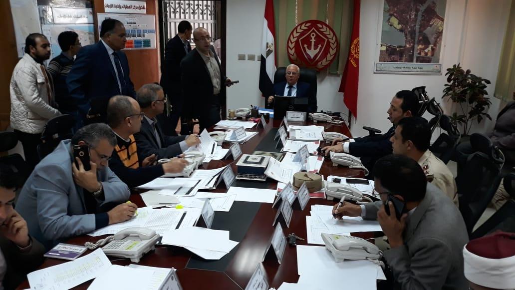 محافظ بورسعيد يترأس غرفة العمليات الرئيسية للاستفتاء علي الدستور (5)