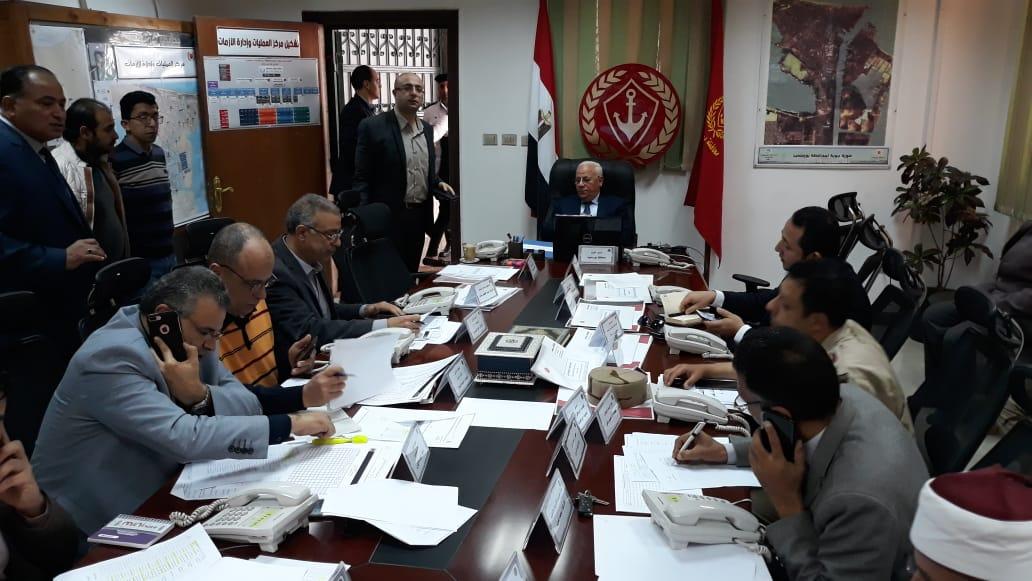 محافظ بورسعيد يترأس غرفة العمليات الرئيسية للاستفتاء علي الدستور (1)