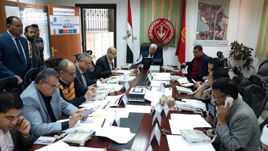 محافظ بورسعيد يترأس غرفة العمليات الرئيسية للاستفتاء علي الدستور (4)