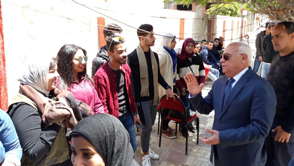 محافظ  بورسعيد  يتفقد عدد من  لجان الاستفتاء على التعديلات الدستورية وسط إقبال كبير من المواطنين (13)
