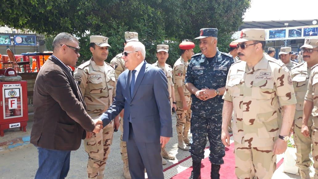 محافظ  بورسعيد  يتفقد عدد من  لجان الاستفتاء على التعديلات الدستورية وسط إقبال كبير من المواطنين (2)