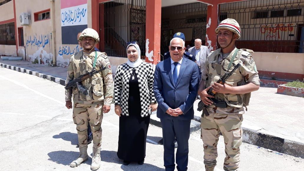 محافظ  بورسعيد  يتفقد عدد من  لجان الاستفتاء على التعديلات الدستورية وسط إقبال كبير من المواطنين (8)