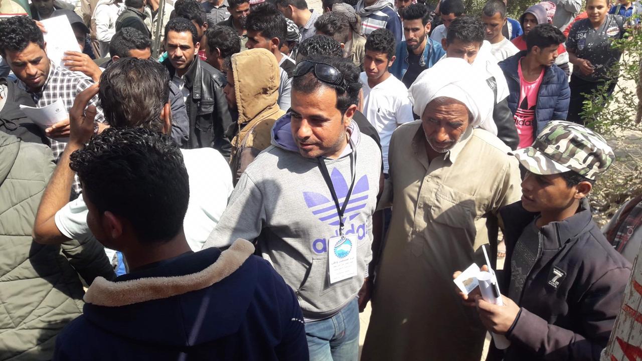 أهالى شمال سيناء المقيمين فى الإسماعيلية يصطفون بكثافة ويشاركون فى الاستفتاء (1)