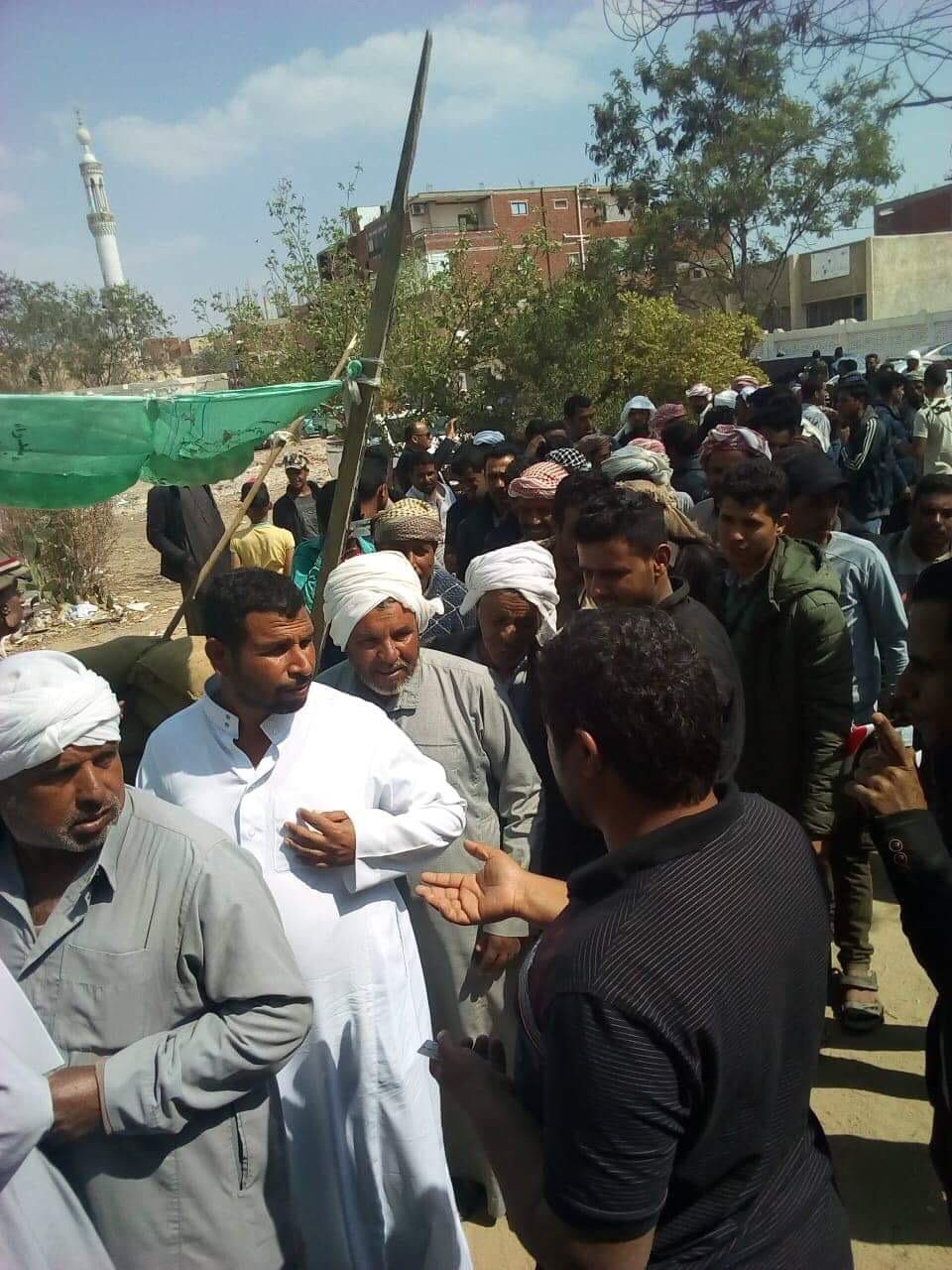 أهالى شمال سيناء المقيمين فى الإسماعيلية يصطفون بكثافة ويشاركون فى الاستفتاء (6)