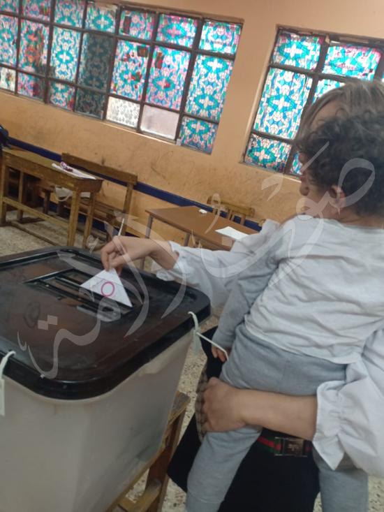 ريهام سعيد بصحبة ابنها طارق (3)