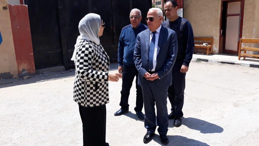 محافظ  بورسعيد  يتفقد عدد من  لجان الاستفتاء على التعديلات الدستورية وسط إقبال كبير من المواطنين (6)