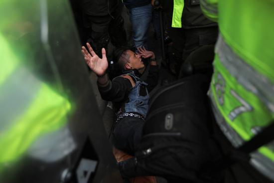 جانب من الاحتجاجات والعنف فى كولومبيا (7)