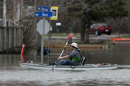الفيضانات فى كندا (4)