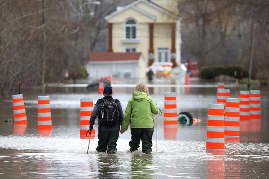 الفيضانات فى كندا (6)