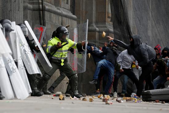 جانب من الاحتجاجات والعنف فى كولومبيا (6)