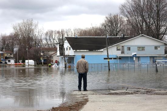 الفيضانات فى كندا (1)
