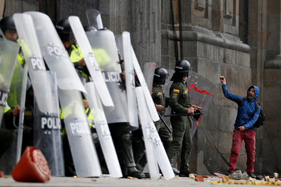 جانب من الاحتجاجات والعنف فى كولومبيا (9)