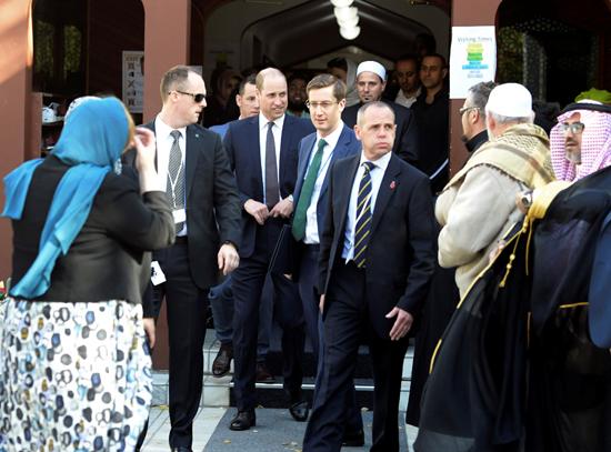 الأمير ويليام يزور مسجد النور