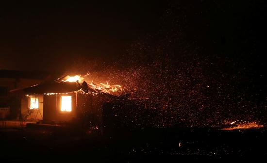 حريق هائل فى شمال كوريا الجنوبية (10)