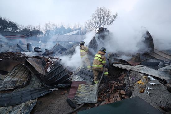 حريق هائل فى شمال كوريا الجنوبية (6)