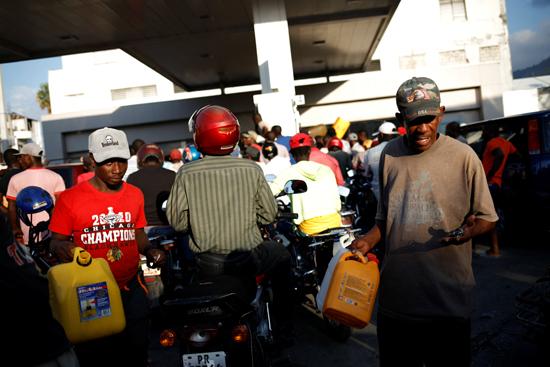 6413024-تفاقم-أزمة-الوقود-فى-هايتى--(5)