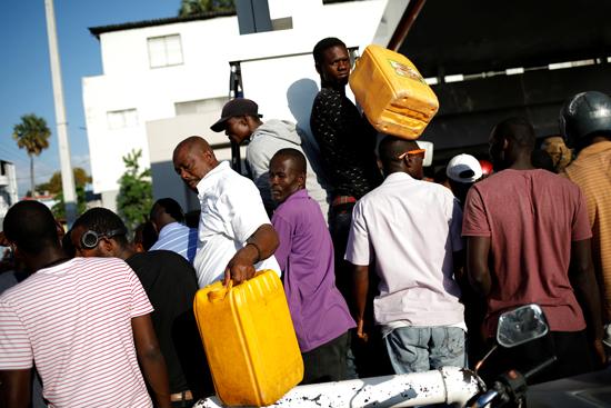 7215414-تفاقم-أزمة-الوقود-فى-هايتى--(6)