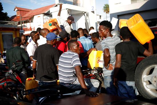 7895732-تفاقم-أزمة-الوقود-فى-هايتى--(4)
