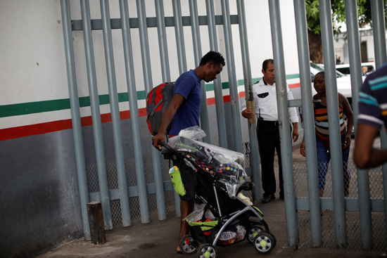 7670588-2019-05-11T033638Z_273048768_RC18F1A629C0_RTRMADP_3_USA-IMMIGRATION-MEXICO