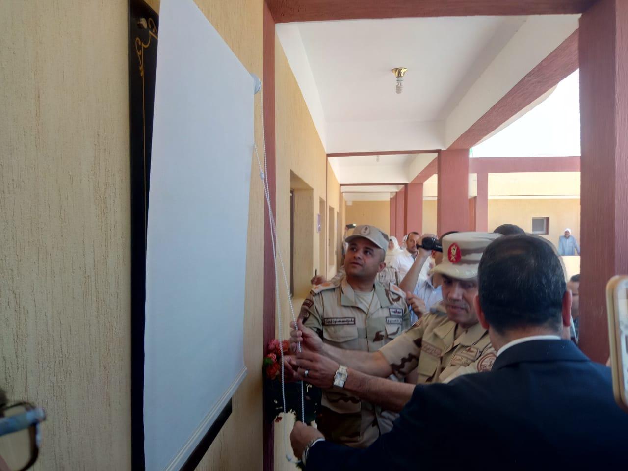 محافظ شمال سيناء يفتتح توسعات مدرسة  الشهيد رائد عمرو فريد بقرية الكرامة (3)