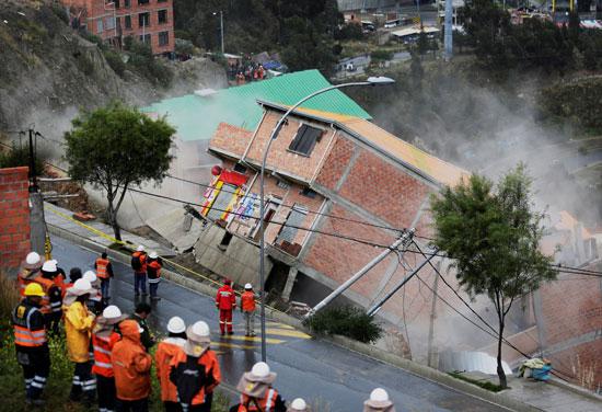انهيار أرضى فى بوليفيا (1)