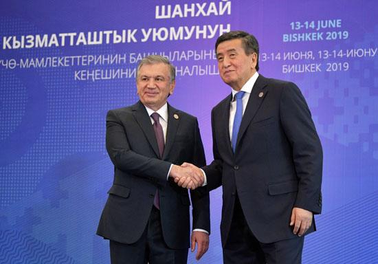 رئيس قرغيزستان سورونباي جينبيكوف يستقبل الرئيس الأوزبكي شاكت ميرزيوييف