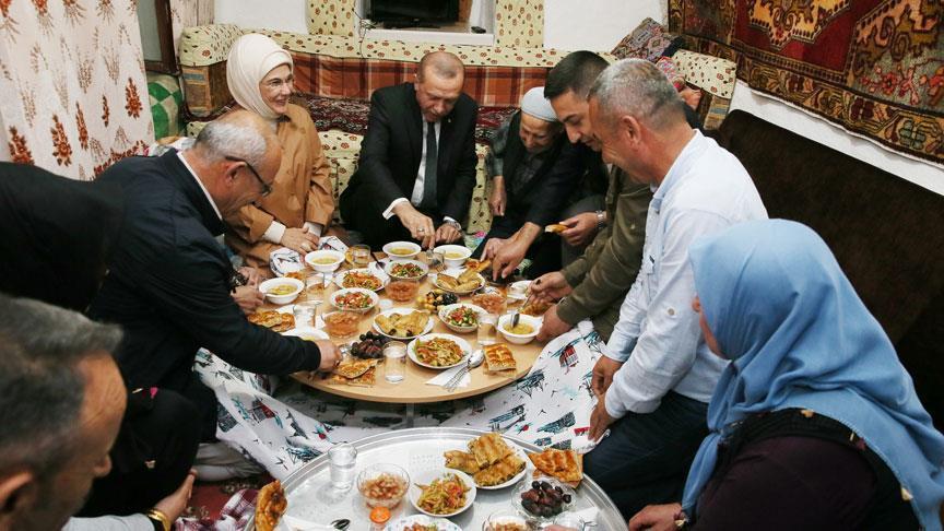 اردوغان يفطر بمنزل أحد المواطنين بانقره