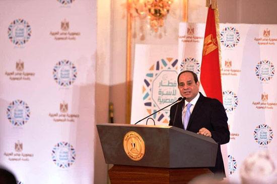 42168-الرئيس-يهنئ-المشاركين-فى-حفل-إفطار-الأسرة-المصرية-بالعيد-(2)