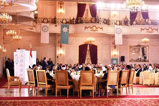 74791-الرئيس-يهنئ-المشاركين-فى-حفل-إفطار-الأسرة-المصرية-بالعيد-(6)