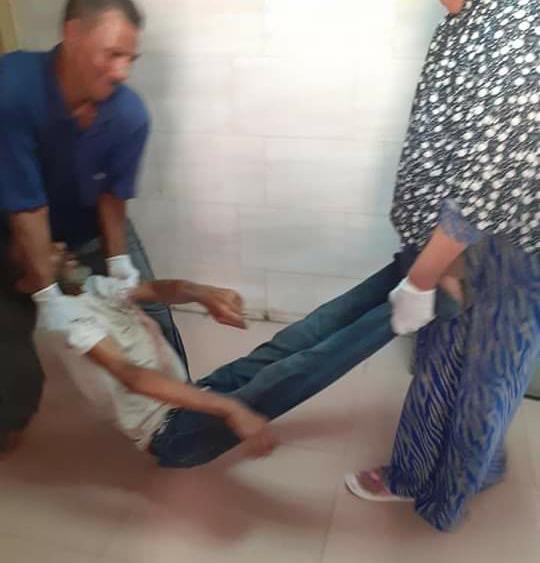 62212-عمال-بمستشفى-كفر-الزيات-يلقون-مريض-بالإيدز-خارج-المستشفى--(2)