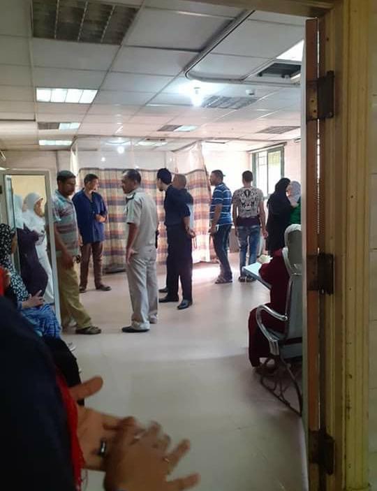 82143-عمال-بمستشفى-كفر-الزيات-يلقون-مريض-بالإيدز-خارج-المستشفى--(16)