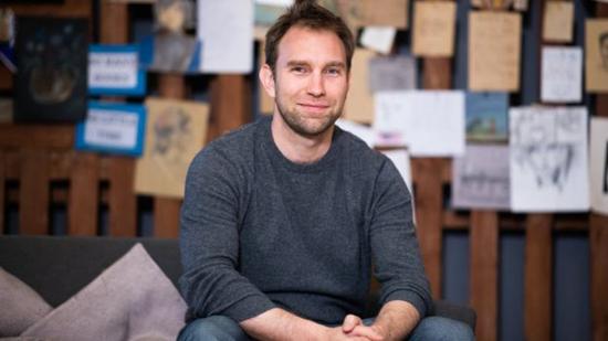 كريس شيلدرك مخترع التطبيق