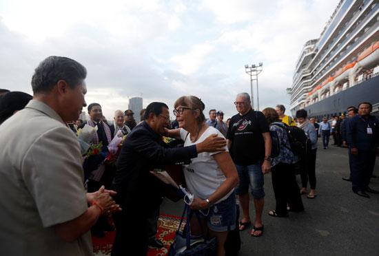 رئيس الوزراء الكمبودى يحتفى بالركاب