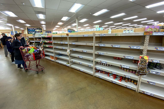 المواطنون-الأمريكيون-يستعدون-لما-هو-قادم-بتوفير-احتياجاتهم-الغذائية